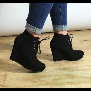 Cute Black Wedges